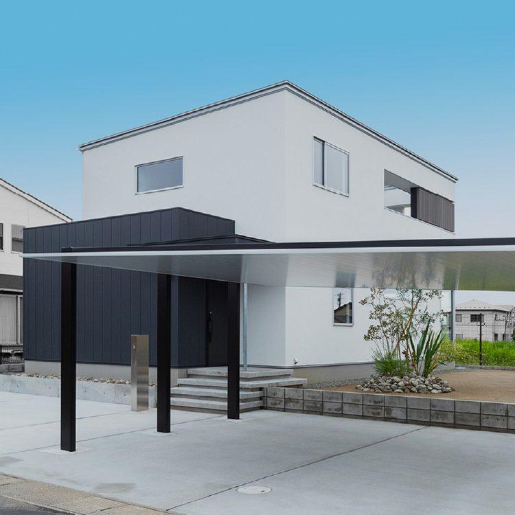 小上がりのある、シンプルモダンな家