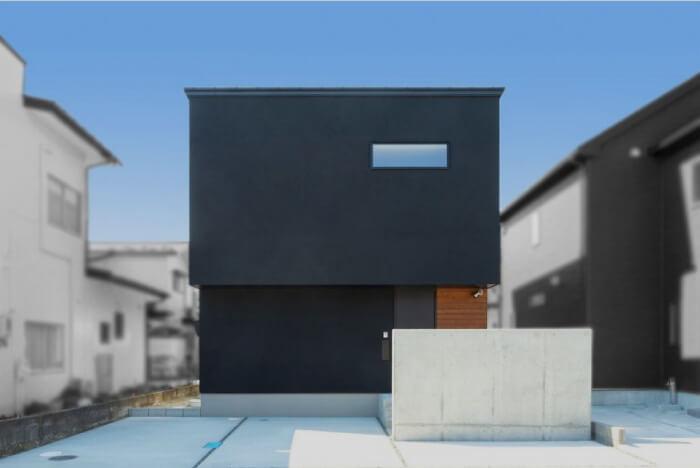 40坪の狭小地に建つ2階リビングの家